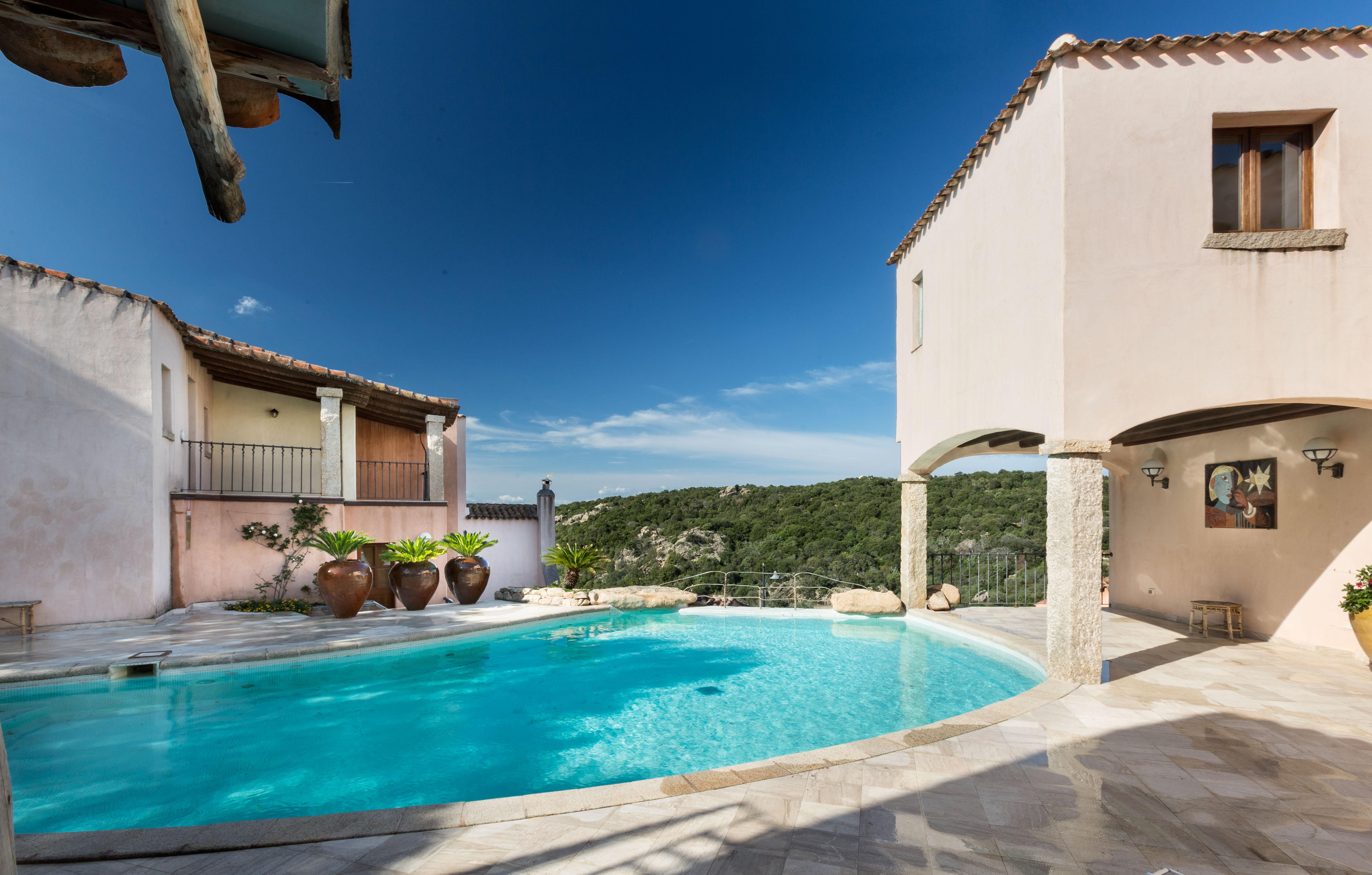 hotel-arathena-san pantaleo-pool2